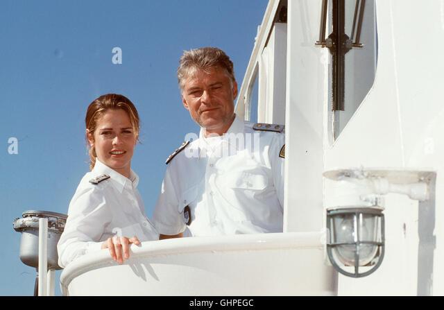 Die Küstenwache Szene: Wachoffizier Heike Schenk (URSULA BUSCHHORN) und Kapitän Holger Ehlers (RÜDIGER - Stock Image
