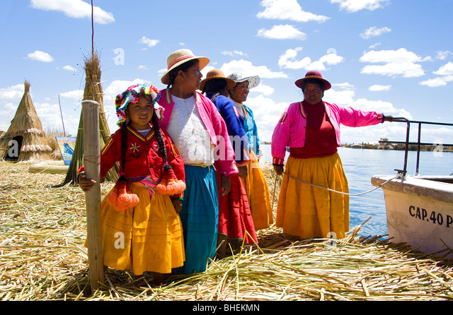 People from the Uros Island of Samary, Lake Titicaca, Peru - Stock-Bilder