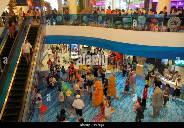 Thailand Bangkok Pathum Wan Rama 1 Road Siam Paragon complex mall shopping escalator crowd families - Stock Image