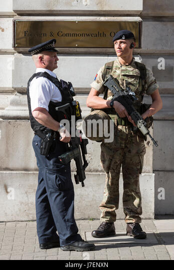 London, UK. 24 May 2017. An armed police officer and a soldier guard the Foreign & Commonwealth Office in Westminster. - Stock Image