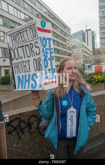London, UK. 6th April, 2016.  A junior doctor with a three-dimensional placard at the picket line on the southern - Stock Image