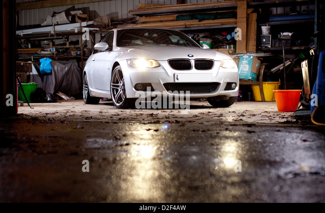 Clean garage stock photos clean garage stock images alamy for Garage auto b2