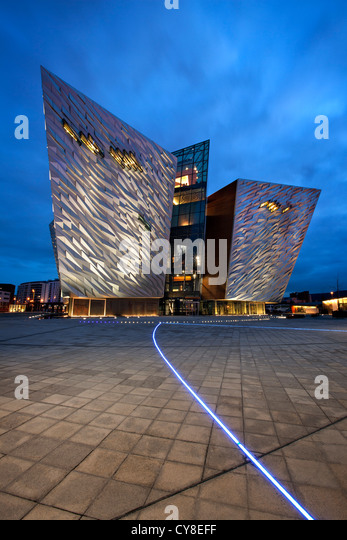 Night shot of Titanic Belfast visitor centre, Northern Ireland. - Stock-Bilder