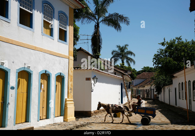 Typical american house stock photos typical american for Homes in colonial america