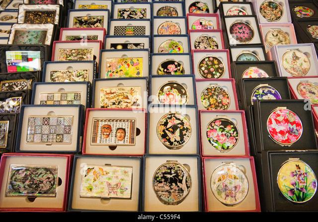 Lacquerware souvenir shop, Namdaemun Market, Seoul, South Korea - Stock Image