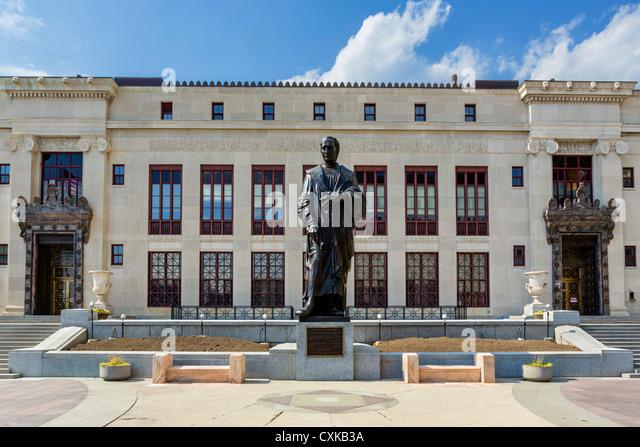 Statue of Christopher Columbus in front of City Hal, Columbus, Ohio, USA - Stock-Bilder