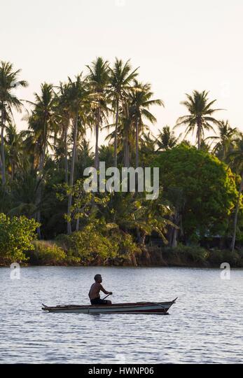 Philippines, Luzon, Sorsogon Province, Donsol, man on a boat on Ogod river - Stock-Bilder