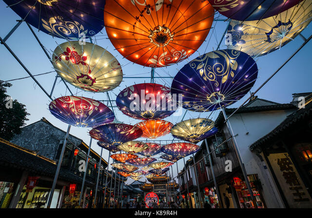 Suzhou, China's Jiangsu Province. 18th Sep, 2017. Umbrella-shaped lanterns are displayed at a cross-Strait lantern - Stock Image