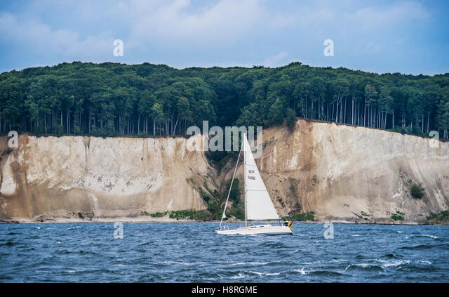 sailing along the chalk cliff coast of Jasmund National Park on the island of Rügen, Baltic Sea, Mecklenburg - Stock Image