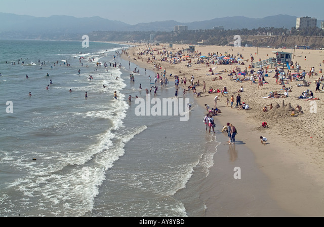 Relaxing day at the beach in sunny southern California, Santa Monica USA, US - Stock Image