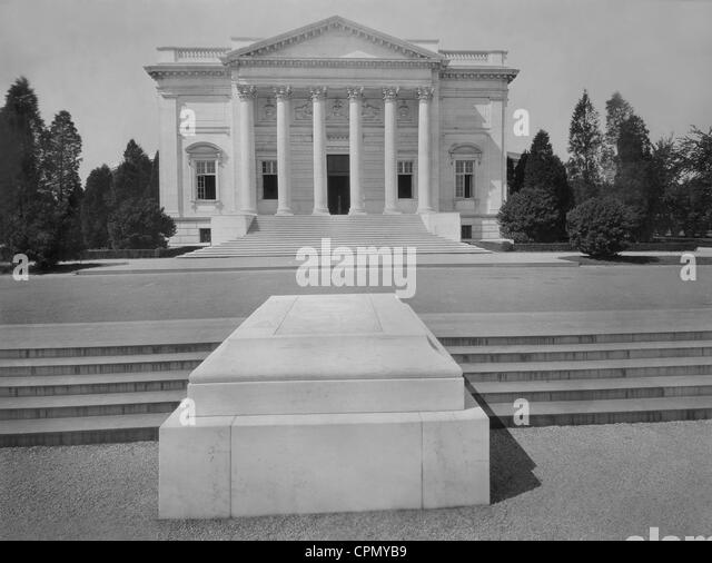 Amphitheater and Tomb of the Unknown Soldier at Arlington National Cemetery, 1927 - Stock Image