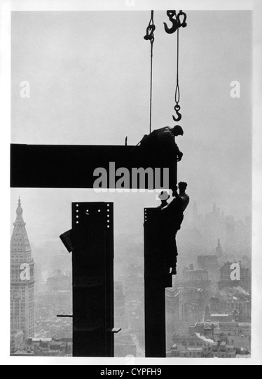 Construction Workers and the Empire State Building, New York City, USA, Circa 1930 - Stock Image