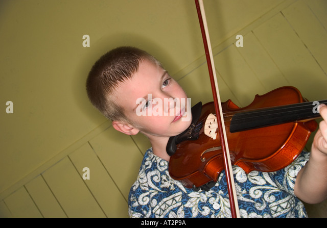 Young boy practicing his violin - Stock-Bilder