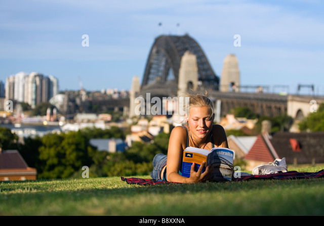 Date a girl who reads in Sydney