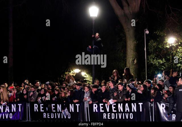 Rome, Italy. 15th Jan, 2016. Fans, Casa del Cinema. Redivivo Anteprima. Revenant Red Carpet Premiere. Credit:  Insidefoto/Alamy - Stock Image