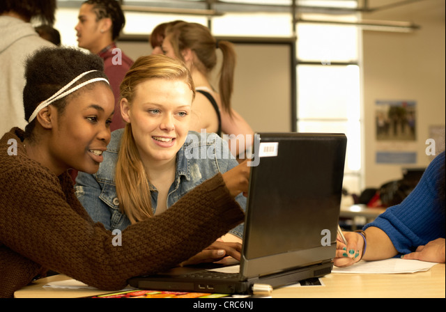 Students working together in library - Stock-Bilder