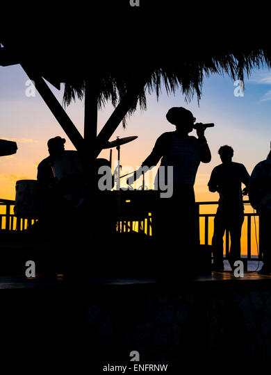Soul singer and band at Rick's Cafe, Negril, Westmoreland, Jamaica - Stock Image