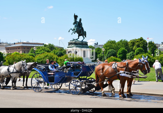 In front of the monument of Archduke Karl this is one of the nicest  places for hiring a fiaker carriage. - Stock Image