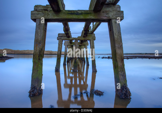 Disused Pier at dusk, CastleRock, Londonderry. - Stock-Bilder