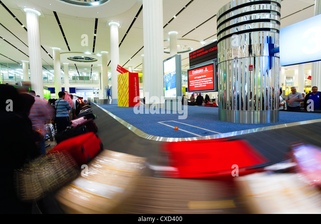 Baggage Carousel in the Arrivals Hall, Terminal 3, Dubai International Airport, Dubai, United Arab Emirates, Middle - Stock-Bilder