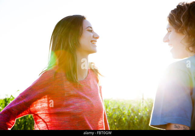 Young couple chatting - Stock-Bilder