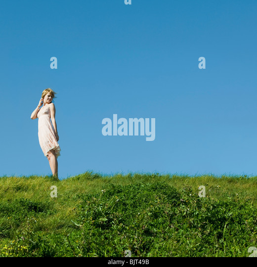 USA, California, San Francisco, young woman standing on grass - Stock Image
