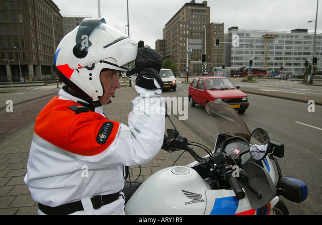 how to become a motorcycle police officer australia