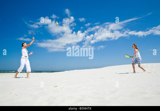 mother and daughter playing badminton - Stock Image