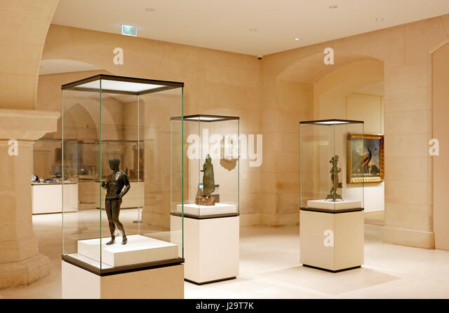 Frane, Paris, 8th, Petit Palais. Antiquity gallery. In the foreground on the left: bronze sculpture 'Ephebus - Stock Image