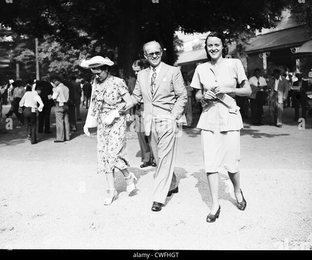 Rose and Joseph P. Kennedy walk with Mrs Milton C Klugh at the racetrack in Saratoga, New York, 1947 - Stock Image