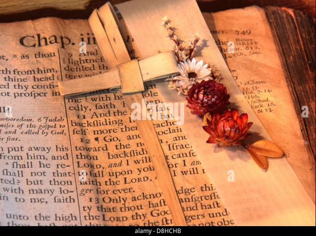 A Very old and veritable bible from St Michaels, Middlewich, Cheshire England. Note the 's's rendered in - Stock Image