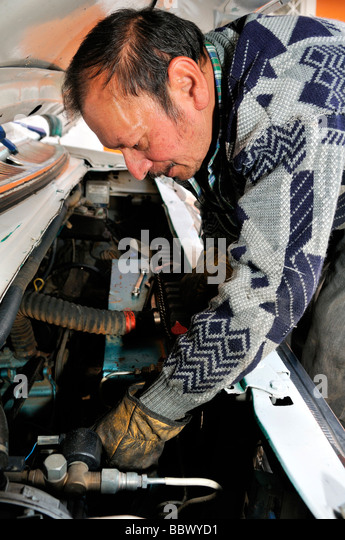 Car mechanic, Bogota, Colombia, South America - Stock Image