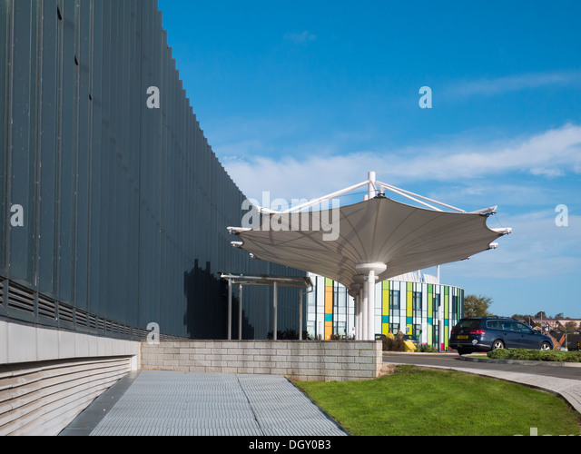 Glass front of Kingsmill Hospital in Mansfield - Stock Image