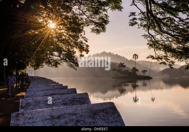 Sunrise at Kandy Lake and the island which houses the Royal Summer House, Kandy, UNESCO, Central Province, Sri Lanka - Stock-Bilder
