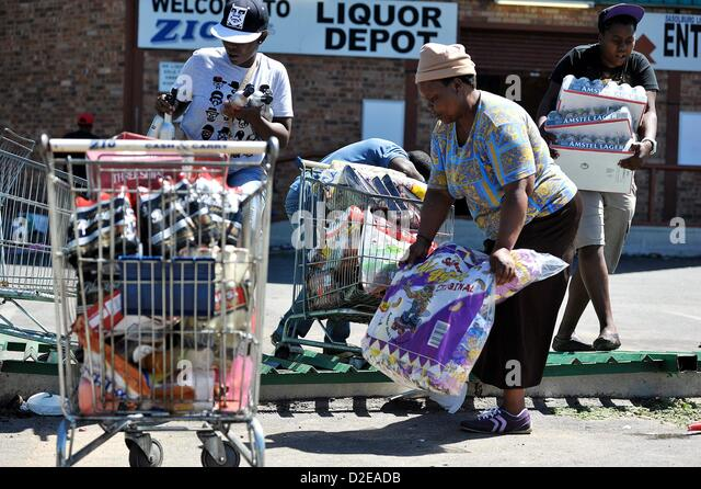 Sasolburg South Africa  city images : SASOLBURG, SOUTH AFRICA: Protestors loot local shops on January 21 ...