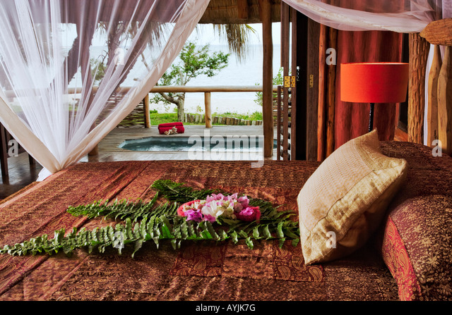Romantic honeymoon villa with private spa swimming pool at the luxurious Benguerra Lodge Mozambique Property released - Stock Image