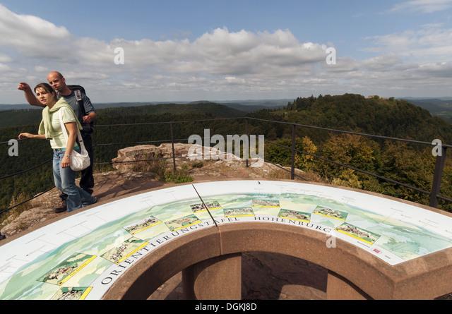 Elk213-1571 France, Alsace, Vosges Regional Park, Hohenburg Chateau lookout with visitors - Stock Image