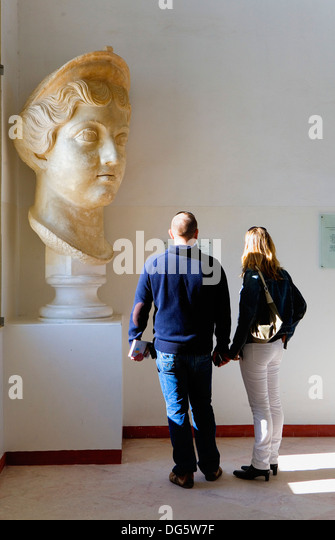 Tunez: Carthage. Carthage.Museum. Colossal head of a Antonine´s princess. It proceeds from the Forum - Stock Image
