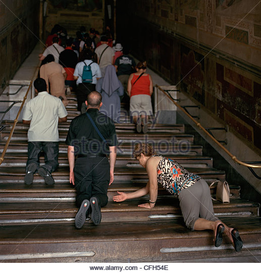 Penitent Catholics ascend Rome's Scala Sancta or Holy Stairs. - Stock-Bilder