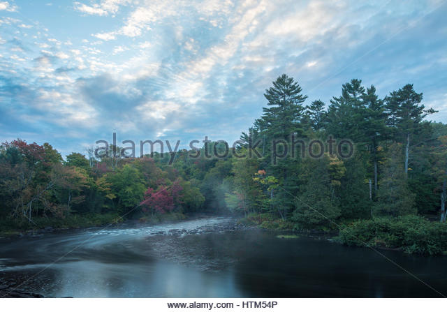 Autumn colours, Oxtongue Rapids, Muskoka, Ontario, Canada - Stock-Bilder