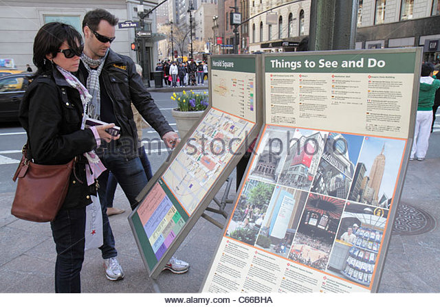 Manhattan New York City NYC NY Midtown 34th Street Broadway Herald Square man woman couple map directions shopping - Stock Image