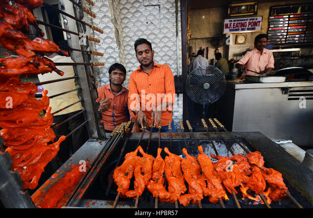 Chicken Tandoori preparations outside a restaurant in the Aminabad market area in Lucknow, India. - Stock Image