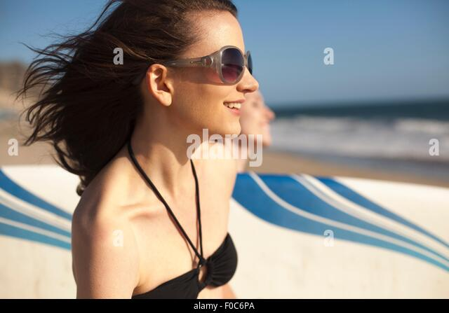 Girlfriends going surfing - Stock Image