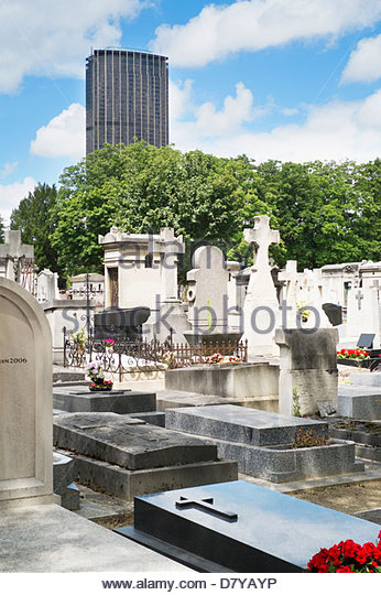 Graveyard in city center, Paris, France - Stock Image