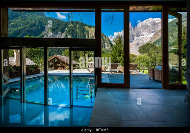 Entreves stock photos entreves stock images alamy for Auberge de la maison courmayeur