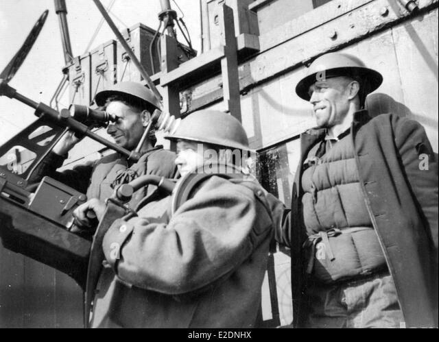 Royal Navy anti aircraft gunners WW2 - Stock Image