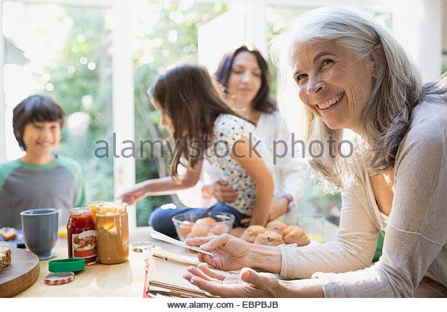 Multi-generation family in kitchen - Stock-Bilder