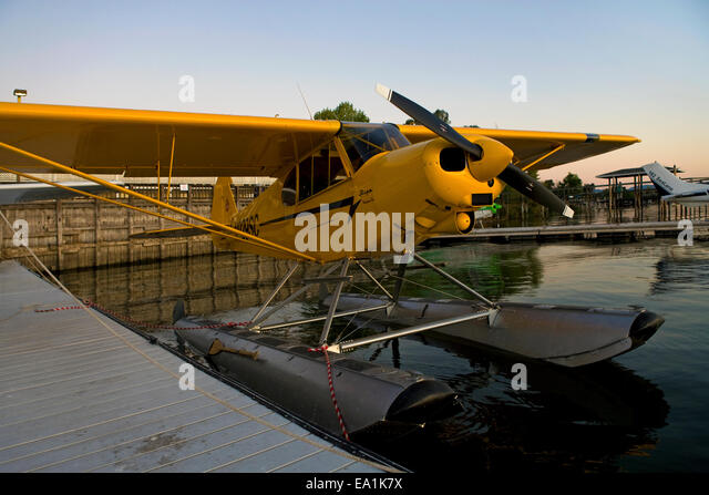 Piper Super Cub on Floats docked at the Sky Lark Motel dock, Seaplane Splash-In, Lakeport, California, Lake County, - Stock Image
