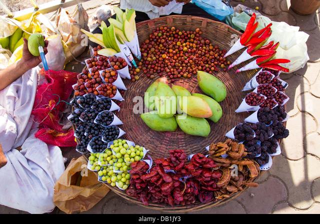 Fruit, street food snacks in Mumbai, India - Stock Image