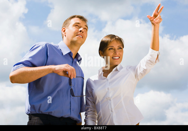 Young businesswoman shows her coworker their new building - Stock Image